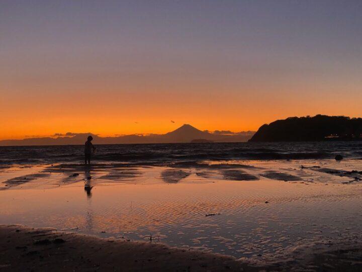 夕焼け 富士山の見える逗子海岸