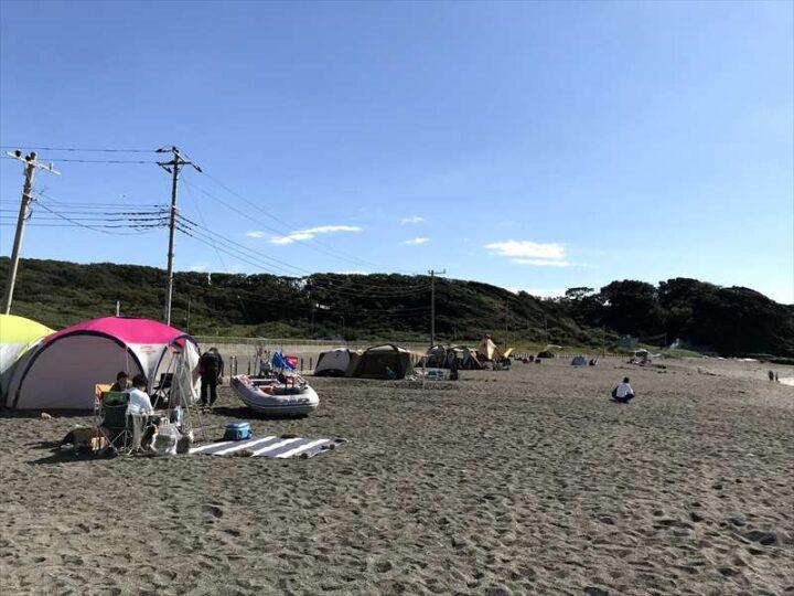 和田長浜海岸 キャンプ 沢山のテント