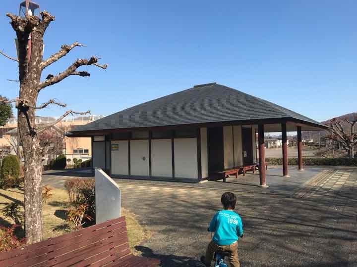 田代運動公園でキャンプトイレ1