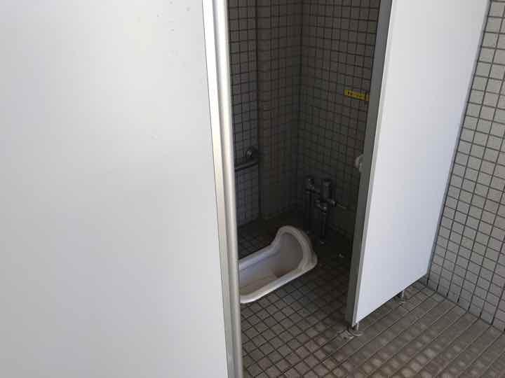田代運動公園でキャンプトイレ5