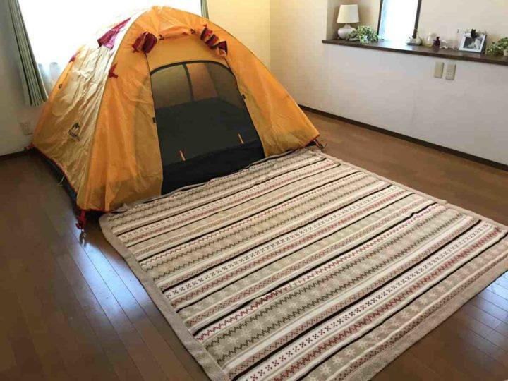 部屋 キャンプ マット