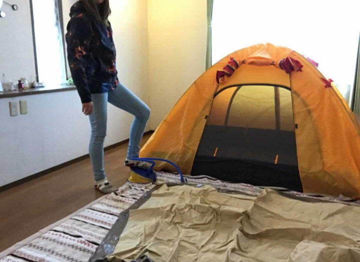 部屋キャンプ エアベッド