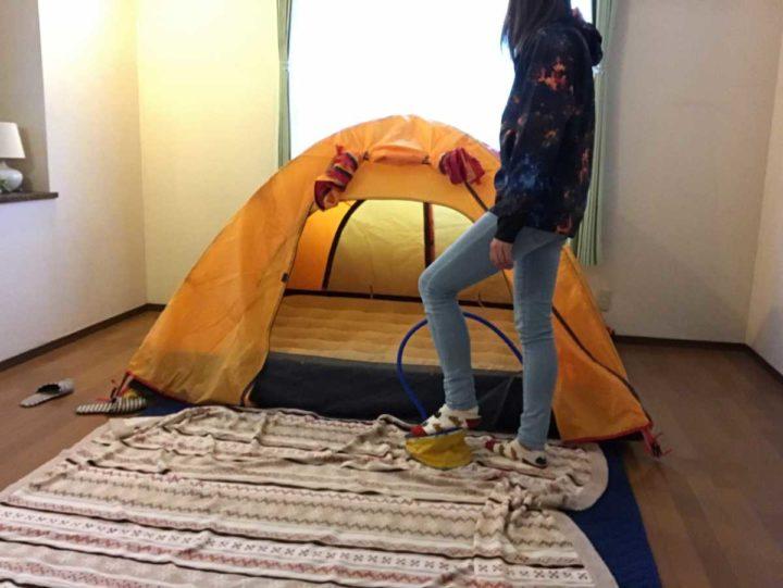 部屋キャンプ エアベッド 空気入れ