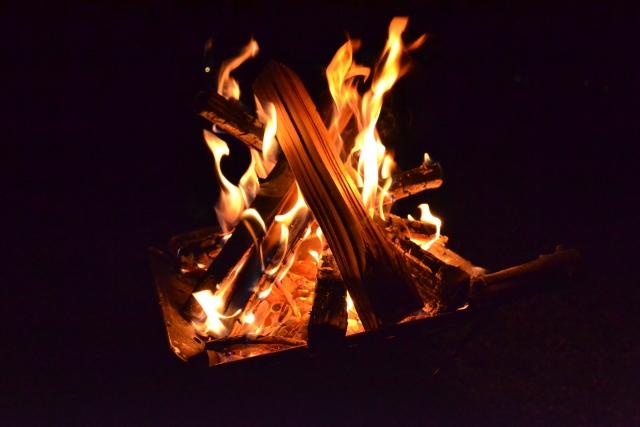 キャンプのマナー 火と光