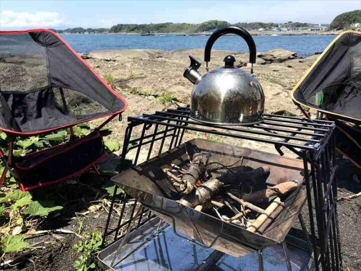 ロストル自作 キャプテンスタッグのダッチオーブンスタンド改造 やかんを載せる