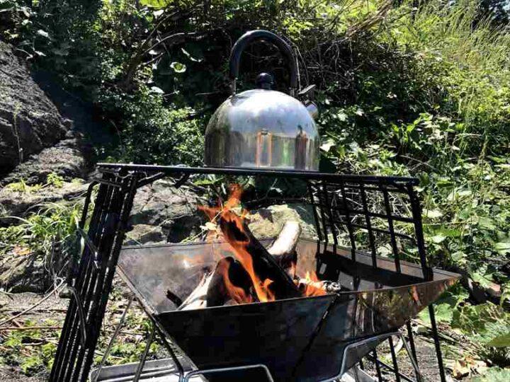 ロストル自作 キャプテンスタッグのダッチオーブンスタンド改造 焚き火の様子