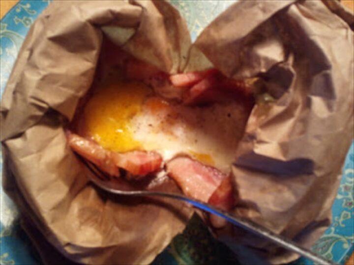 紙袋でベーコンエッグ 完成