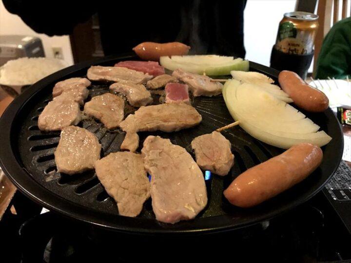 タフまる キャンプ 焼き肉プレート 肉を焼く