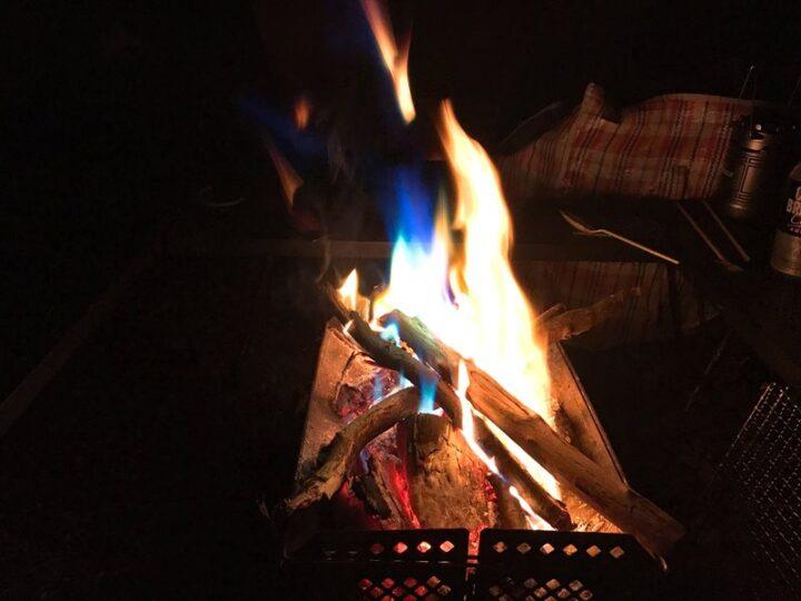 本栖湖いこいの森キャンプ場 焚き火