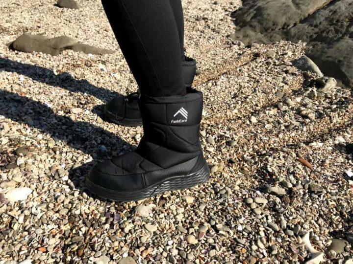 防寒ブーツ ケベック 砂浜