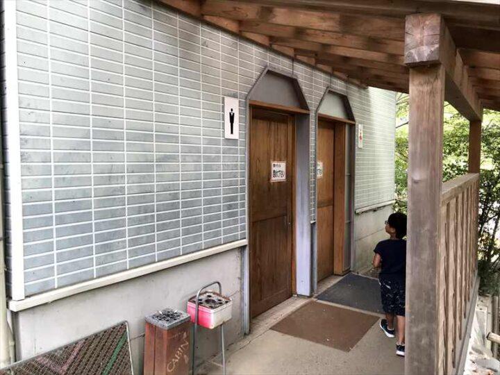 新戸キャンプ場 トイレ入り口