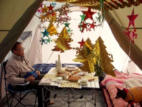 クリスマス キャンプ 紙のツリー