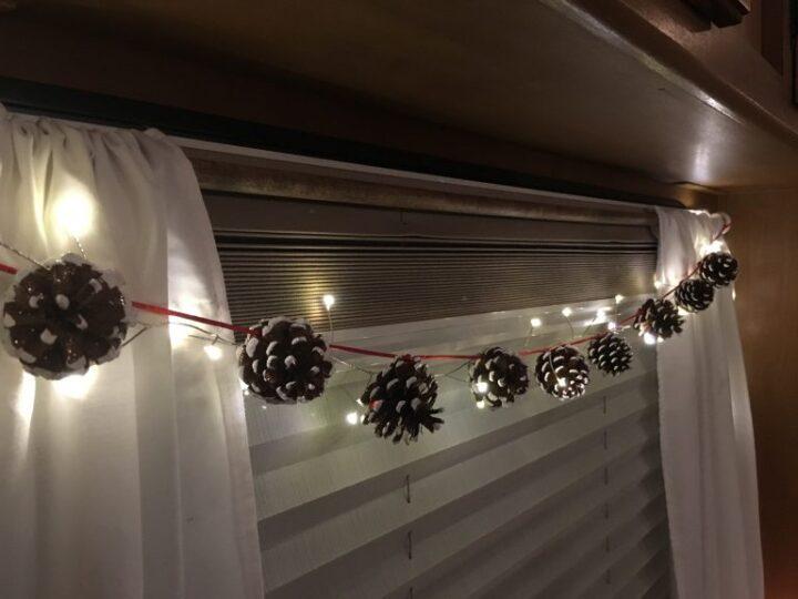 クリスマス キャンプ 松ぼっくりライト