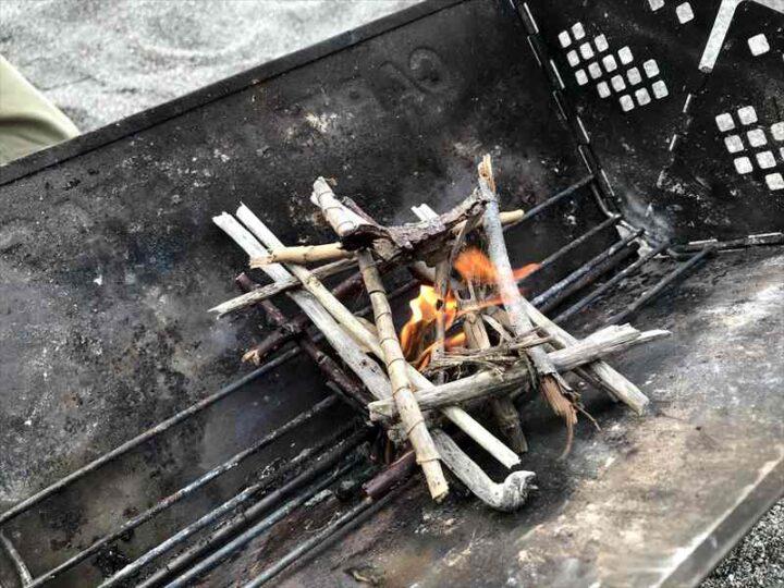 キャンプでの焚き火の楽しみ方 小さい炎