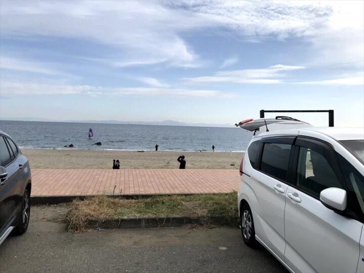 三浦海岸 無料駐車場から浜へ