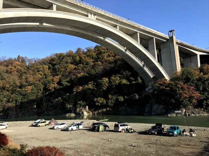 小倉橋 河川敷 バーベキュー キャンプ