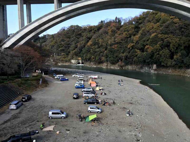 小倉橋 河川敷 キャンプ
