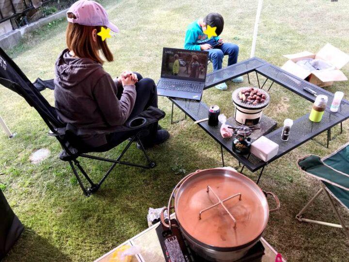 庭 キャンプ ノートパソコンで動画を見る