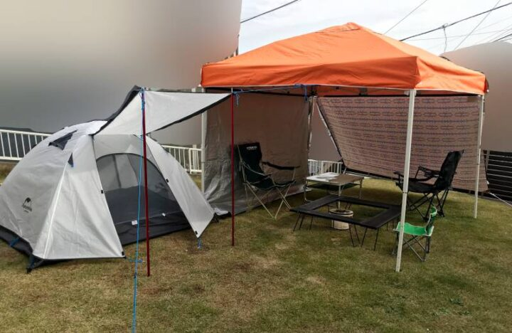 庭キャンプの目隠し 自立式タープ