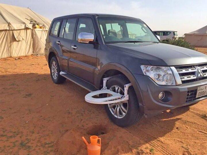 タイヤに取り付けるポータブルトイレ