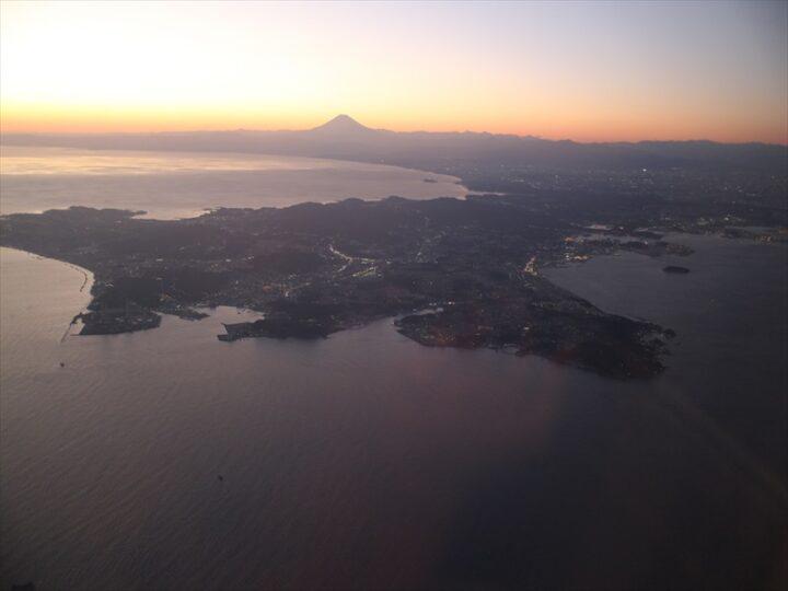 三浦半島で無料キャンプ 空から見た三村半島と富士山