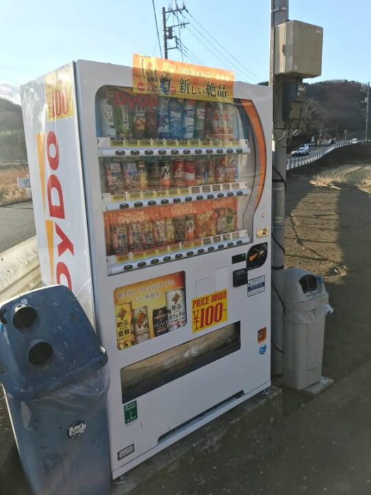 中津川八菅橋下 キャンプ 自動販売機