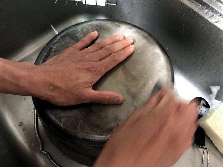ステンレスダッチオーブン 鉄 比較 洗いやすさ