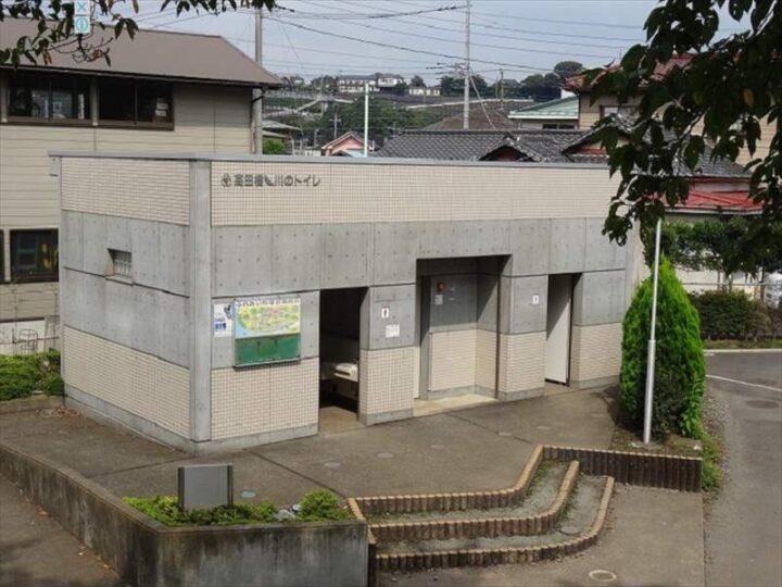 高田橋多目的広場 キャンプ 高田橋川のトイレ