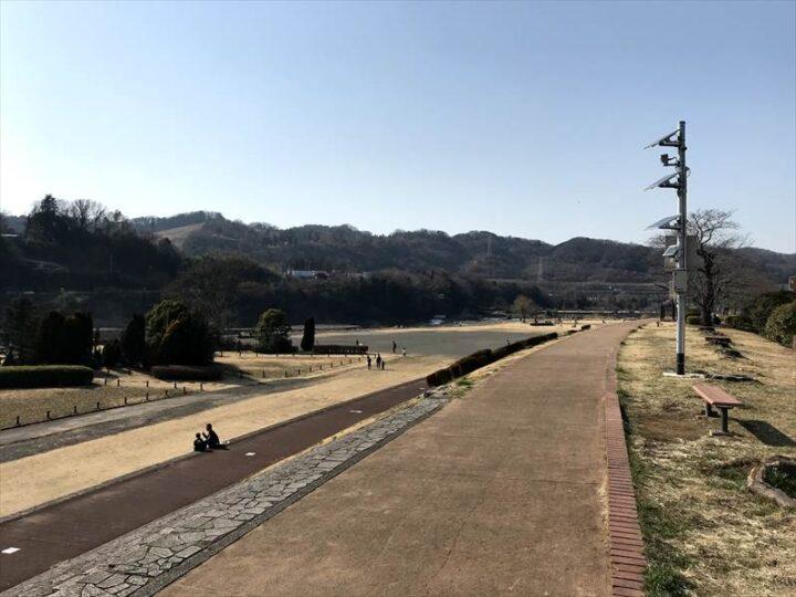 高田橋多目的広場 キャンプ 遊歩道