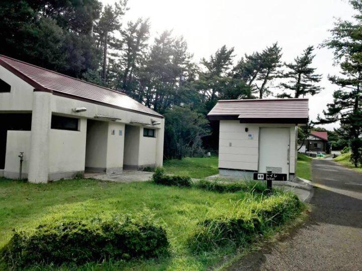 だるま山高原キャンプ場 トイレ外観