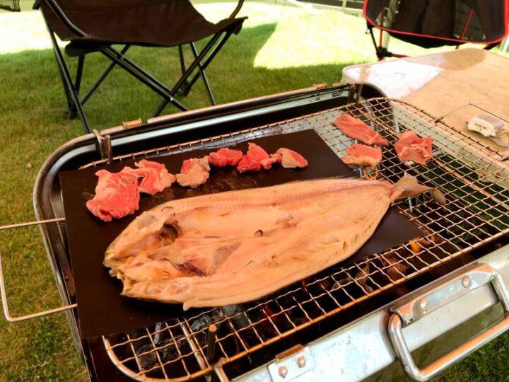 バーベキューシート 魚と肉を焼く