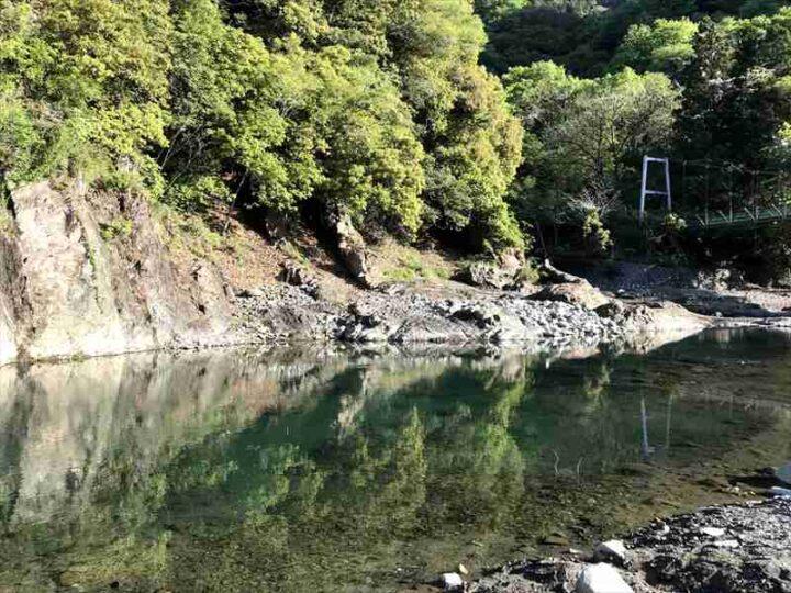 青野原野呂ロッジキャンプ場 美しい川2