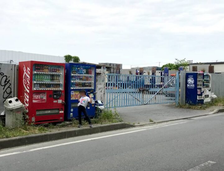 水と緑の風広場 キャンプ バーベキュー 自動販売機