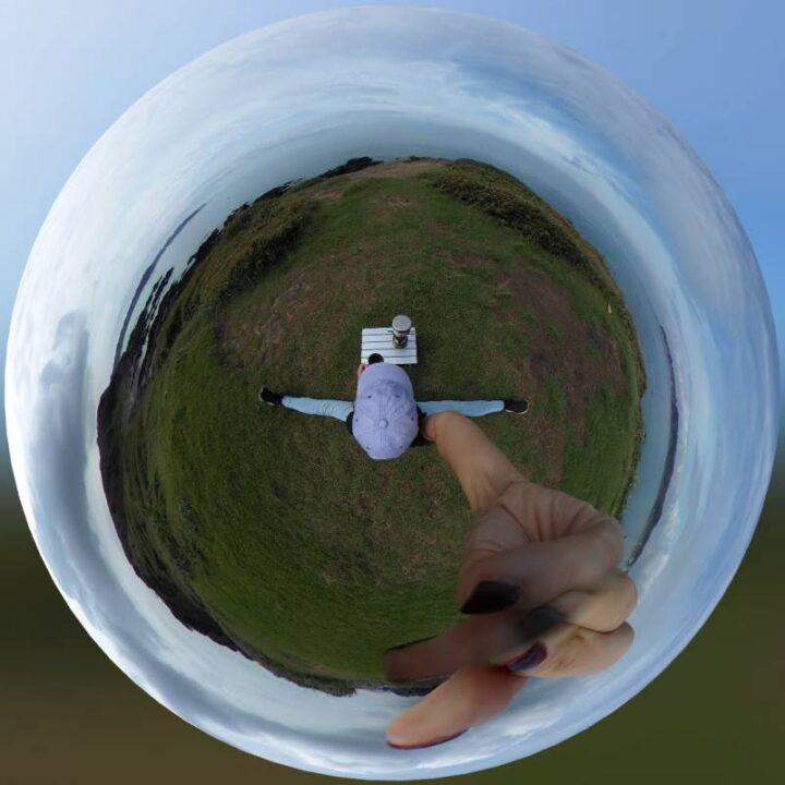 開脚キャンパ 360度カメラ THETA