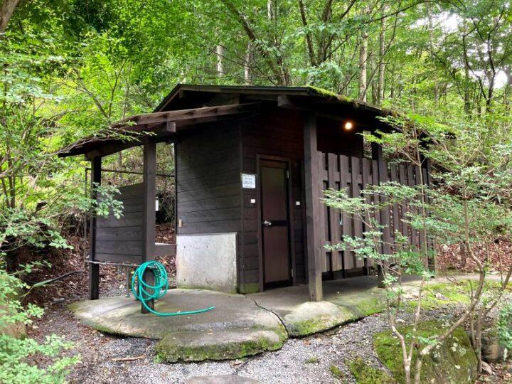 山伏オートキャンプ場 トイレ外観